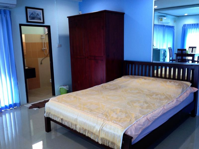 The Baan Meesri Serviced Residence is the best hotel near the station