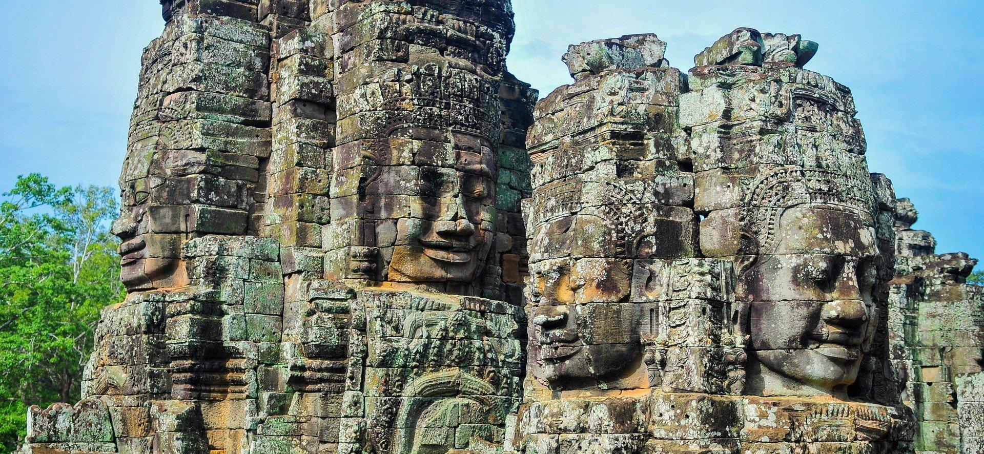 Angkor Wat is 152 km from Aranyaprathet