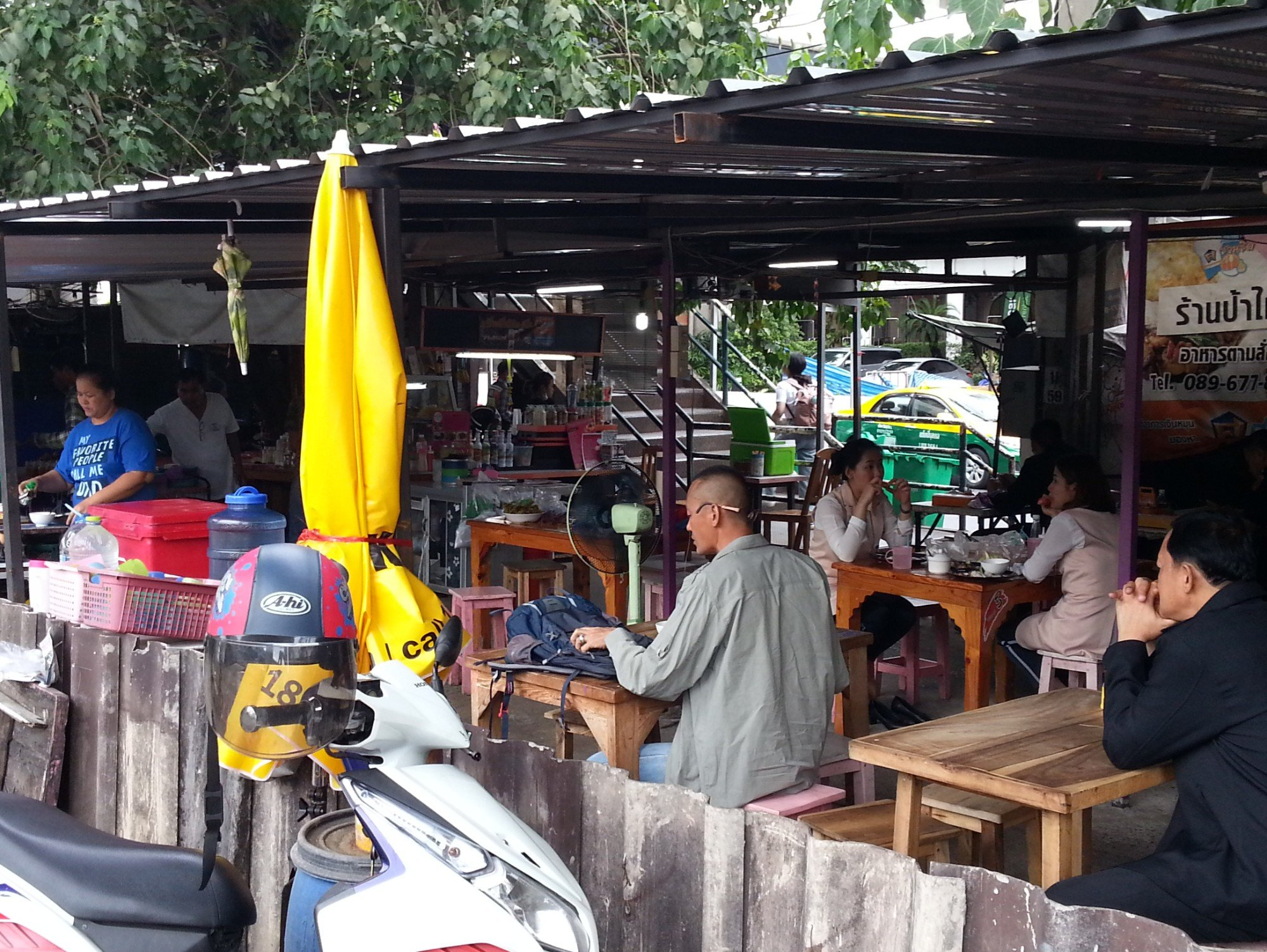 Restaurants outside Don Mueang Airport Railway Station